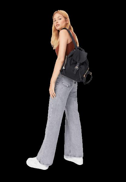 Черный стильный рюкзак от Stradivarius
